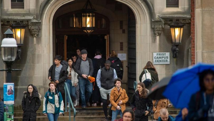 Princeton Üniversitesi erkeklere kıyasla daha az maaş alan kadın profesörlere 1 milyon dolar ödeyecek