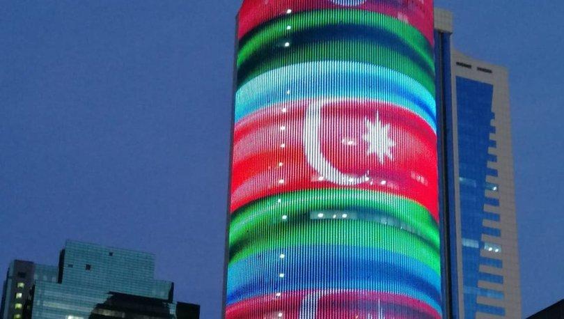 Kazakistan'da Ermenistan bayrağı yansıtılan binada Azerbaycan bayrağı dalgalanmaya başladı