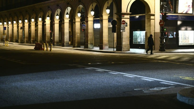 Fransa'da sokağa çıkma yasağı başladı