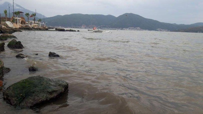 Fethiye'de sel suları, denizin rengini değiştirdi