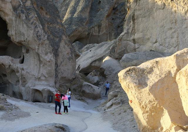 Ihlara'nın giriş kapısı Selime, tarihi ve doğallığıyla büyülüyor