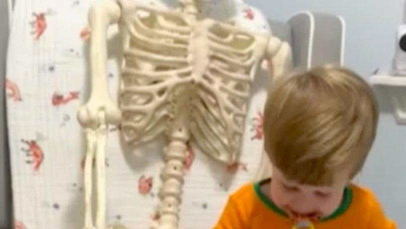 ABD'de bu çocuğu konuşuyor: Karantina arkadaşı olarak insan iskeletini seçti! - Haberler