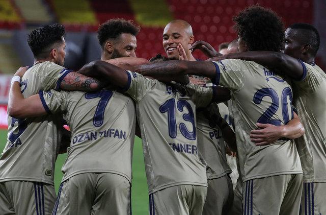 Fenerbahçe Trabzonspor maçın muhtemel 11'leri! Fenerbahçe Trabzonspor saat kaçta hangi kanalda? FB TS MAÇI