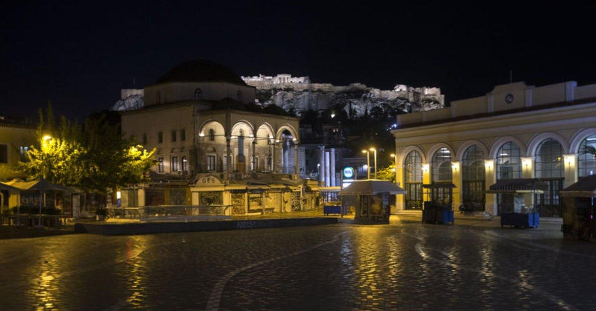Yunanistan'da sokağa çıkma yasağı başladı