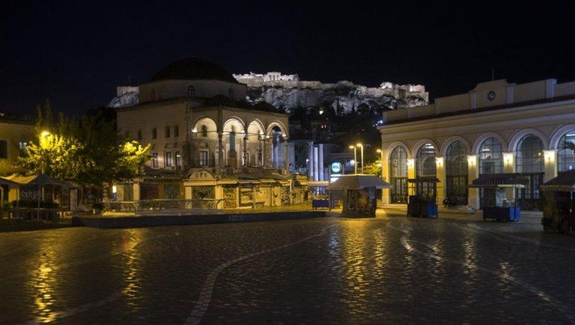 Yunanistan'da artan koronavirüs vakalarına karşı sokağa çıkma yasağı uygulanıyor