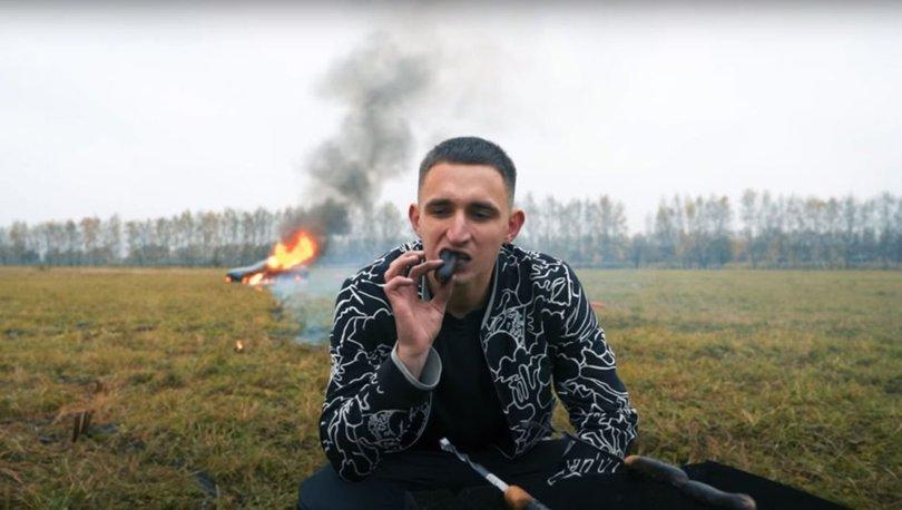 Önce aracını yaktı, sonra mangal yaptı! Rus fenomen pes dedirtti - Haberler