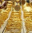 Altın fiyatları yükseliyor... 27 Ekim Salı günü altın fiyatları yatırımcılar tarafından merakla takip ediliyor. Güncel piyasalarda gram altının fiyatı 497,32 liradan, çeyrek altın ise 813,61 liradan işlem görüyor. Peki, gram altın, çeyrek altın, cumhuriyet altını fiyatı ne kadar? İşte, 27 Ekim güncel altın fiyatları...