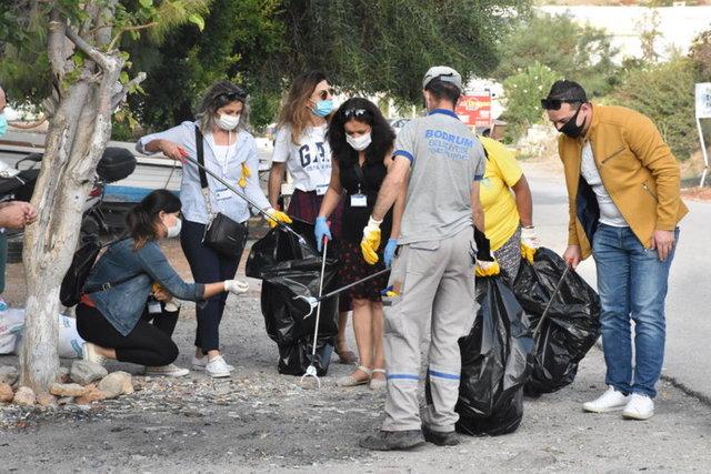 Sertab Erener ve Yonca Evcimik, Bodrum'da çöp topladı - Magazin haberleri