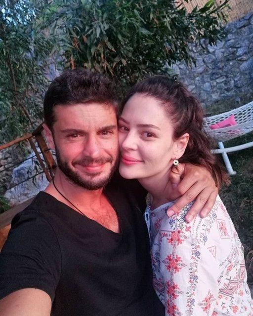 Yıldız Çağrı Atiksoy'dan Berk Oktay'a romantik paylaşımı - Magazin haberleri