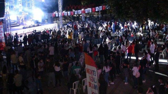Murat Dalkılıç konserinde koronavirüs unutuldu - Magazin haberleri