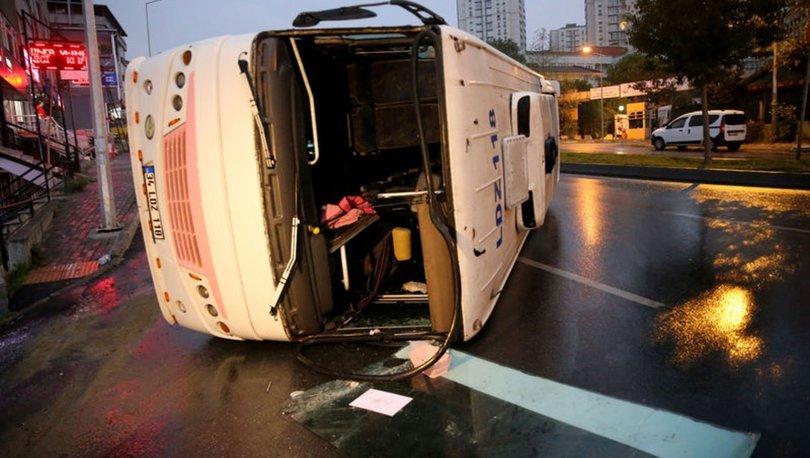 Servis aracı devrildi: Yaralılar var