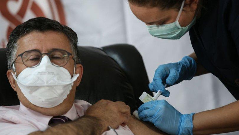 Covid-19 aşı gönüllüsü profesör: Aşı karşıtı kampanyalar suç, cezası olmalı