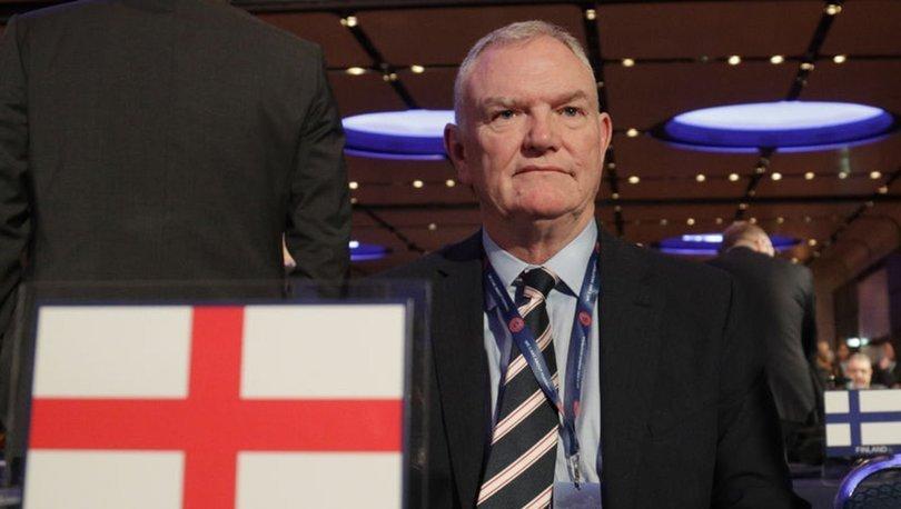 İngiltere Futbol Federasyonu Başkanı Clarke, istifa etti