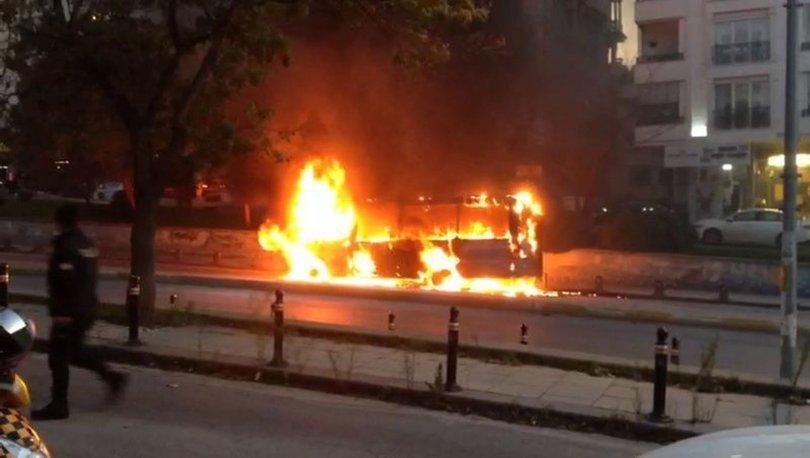 İstanbul Maltepe'de alev alev yanan minübüs kullanılamaz hale geldi