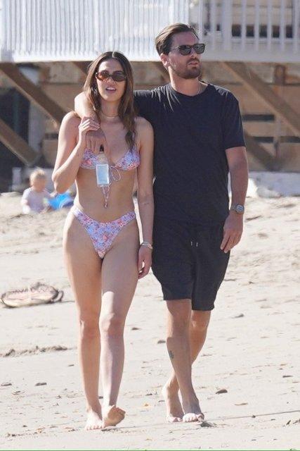 Scott Disick yeni sevgilisiyle yürüyüşte - Magazin haberleri