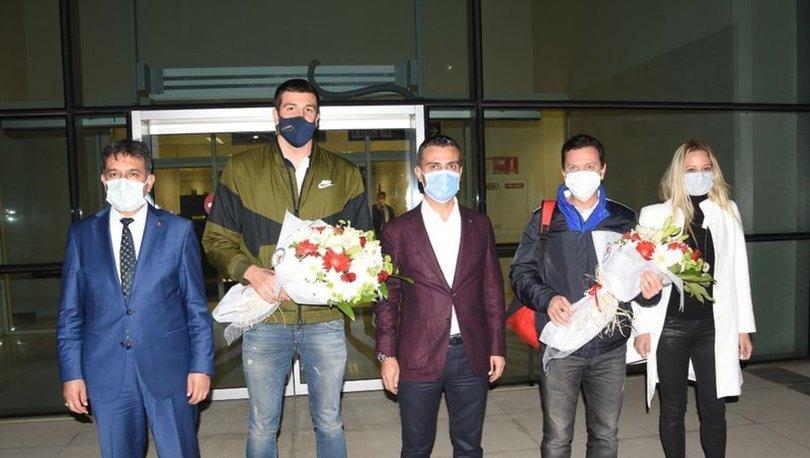 Emre Sakcı, İzmir'de coşkuyla karşılandı
