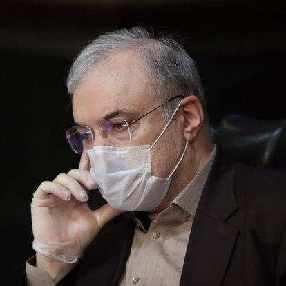 İran Sağlık Bakanı'nı suçlayarak görevinden istifa etti