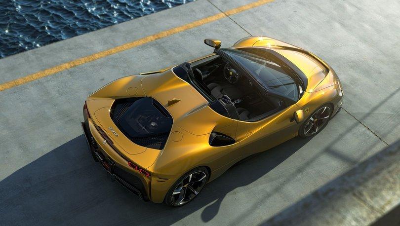 Ferrari'nin ilk üstü açık PHEV modeli tanıtıldı