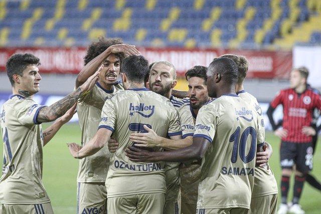 """Fenerbahçeli futbolcular maçı değerlendirdi: """"Çiçek gibi takım olduk"""""""