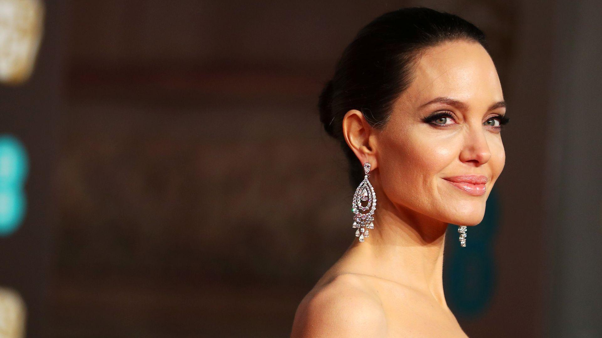 Yönetmen Angelina