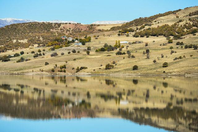 Dağ ve ormanların sudaki yansıması görsel şölen oluşturdu