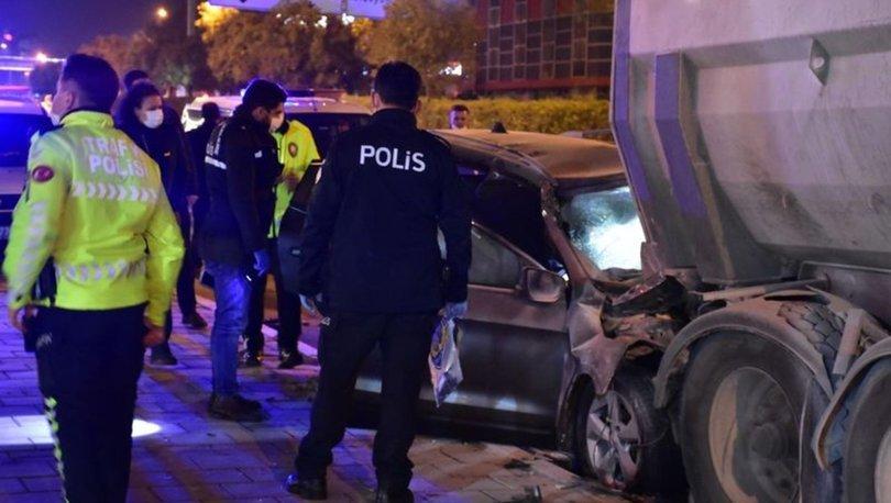 İzmir'de cip kamyona çarptı, polis memuru hayatını kaybetti