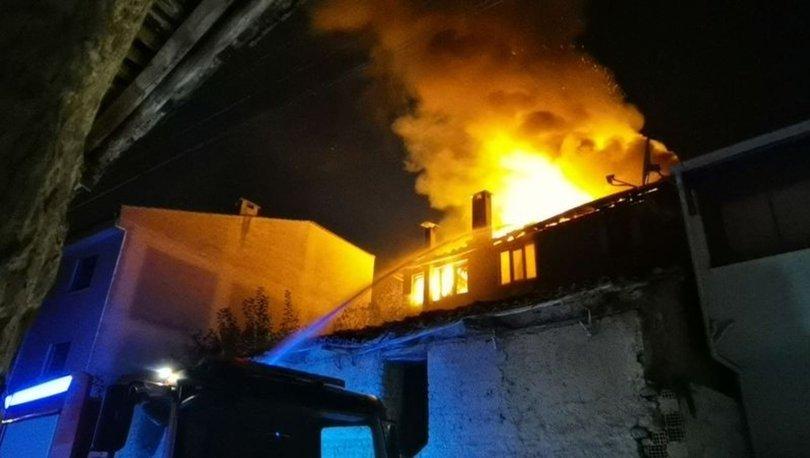 Bursa'da apartman yangını: Yatağa bağımlı kadın son anda kurtarıldı
