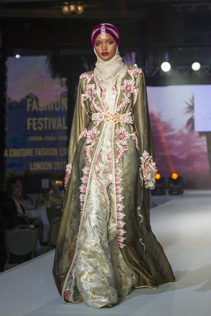 Son dakika: Tesettürlü model Halima Aden podyumu bıraktı!