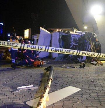 Başkent'te freni boşalan TIR devrildi: 1 ölü