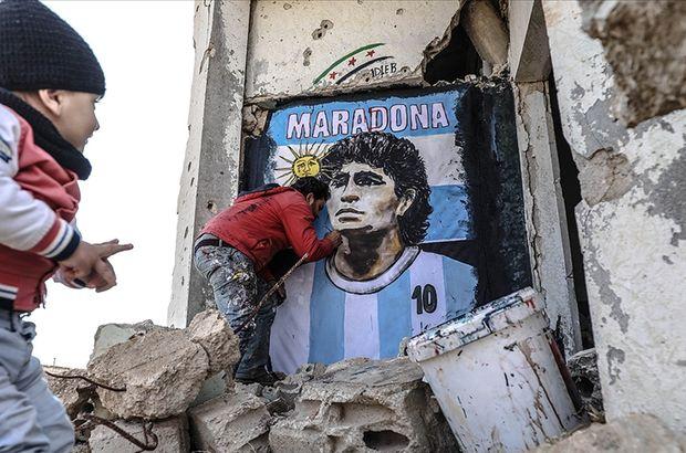 İdlib'in enkaz duvarına Maradona resmi!
