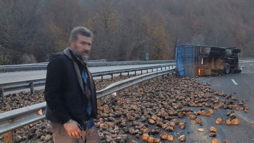 Kamyon devrildi, 20 ton pancar yola saçıldı