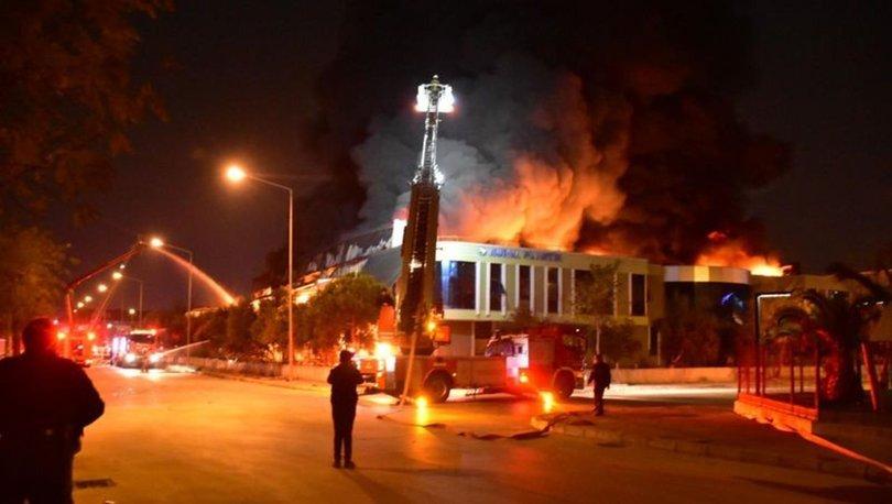 İzmir'de plastik fabrikasındaki yangın kontrol altına alındı