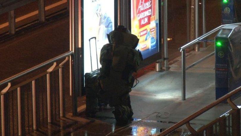 Metrobüs durağında bırakılan şüpheli valiz polisi alarma geçirdi