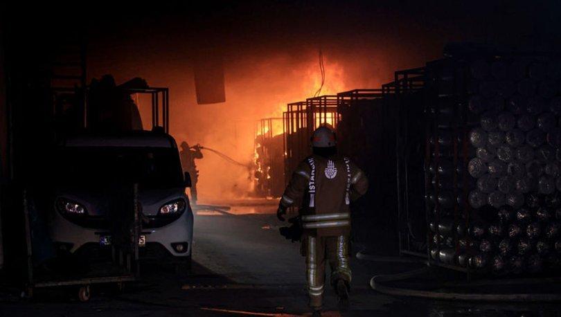 Zeytinburnu'nda iplik fabrikasında yangın paniği