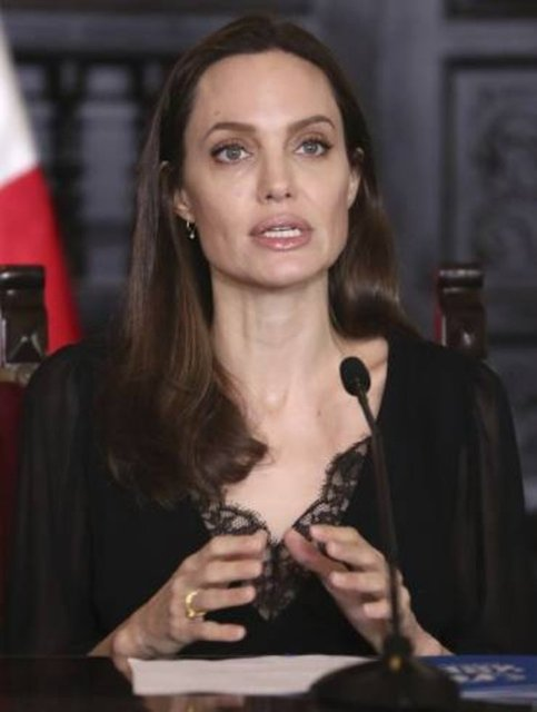 Angelina Jolie'den tacizden korunma önerisi: Kod bulun - Magazin haberleri