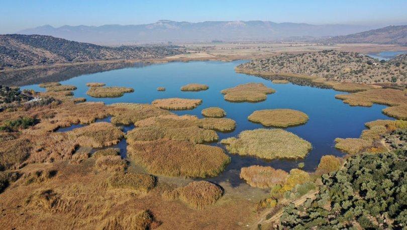 Kuruduktan sonra yeniden oluşan Azap Gölü, ziyaretçilerini bekliyor