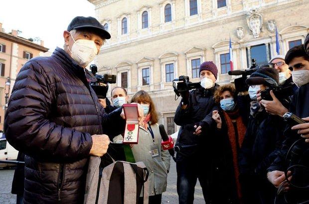 İtalyan gazeteci-yazar Augias, Fransız onur nişanını iade etti!