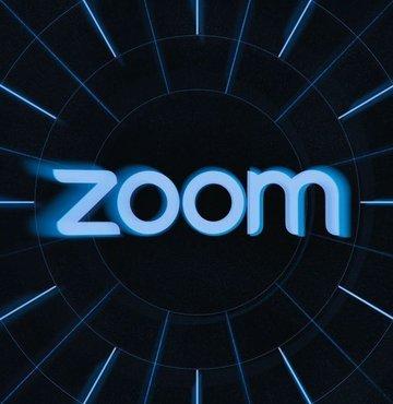 Koronavirüs salgınının etkisiyle uzaktan eğitim ve evden çalışmanın damga vurduğu 2020'nin en çok konuşan uygulaması olan Zoom, yılbaşı kutlamaları için de adım attı. Zoom, tüm ücretsiz hesaplarda geçerli olan 40 dakika sınırını bu ay belirli gün ve saatlerde kaldıracağını duyurdu. İşte Zoom toplantı süresi sınırının kaldırılacağı gün ve saatler...