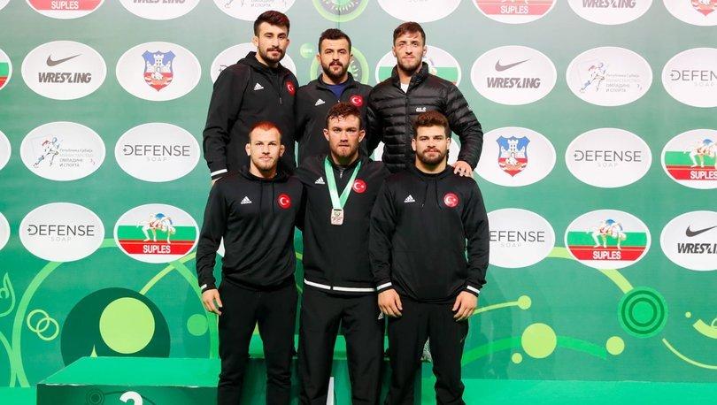 Milli güreşçiler, Sırbistan'daki Dünya Kupası'nda takım halinde dünya ikincisi oldu