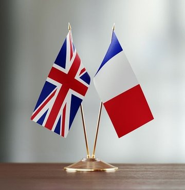 Fransa, yeni tip koronavirüs (Kovid-19) daha hızlı yayılan bir türünün ortaya çıkmasının ardından İngiltere