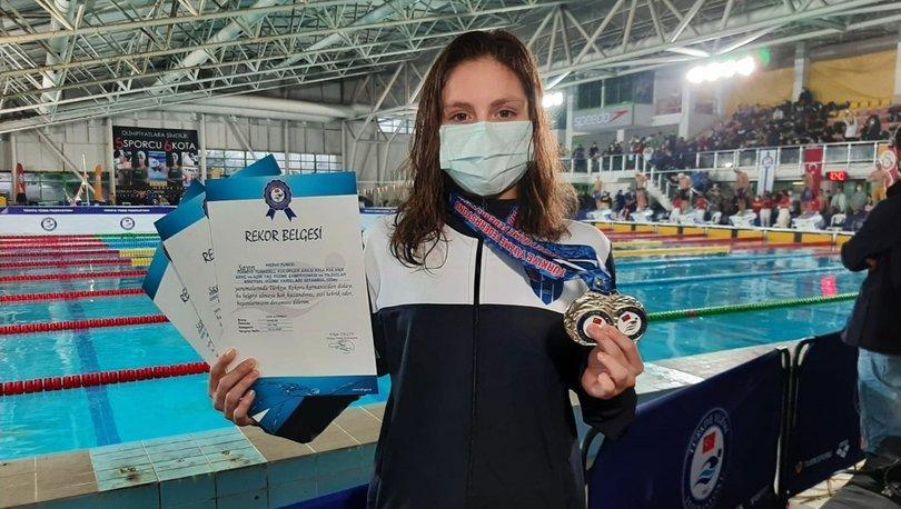 Gençler dünya rekorunu kıran milli yüzücü Merve Tuncel madalyasını aldı