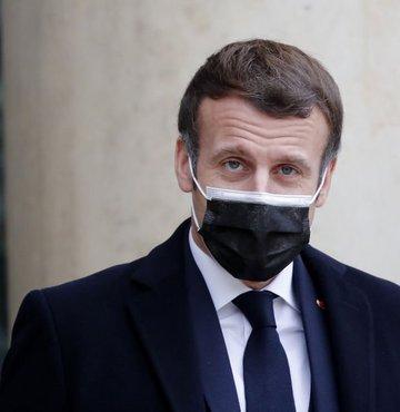 Koronavirüse yakalanan Fransa Cumhurbaşkanı Emmanuel Macron'un herhangi bir belirti göstermediği ve karantina sürecinin sona erdiği açıklandı.