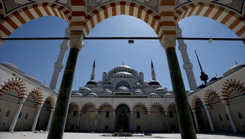 Camilerde cuma namazı kılınacak mı? Camiler açık mı, kapalı mı?