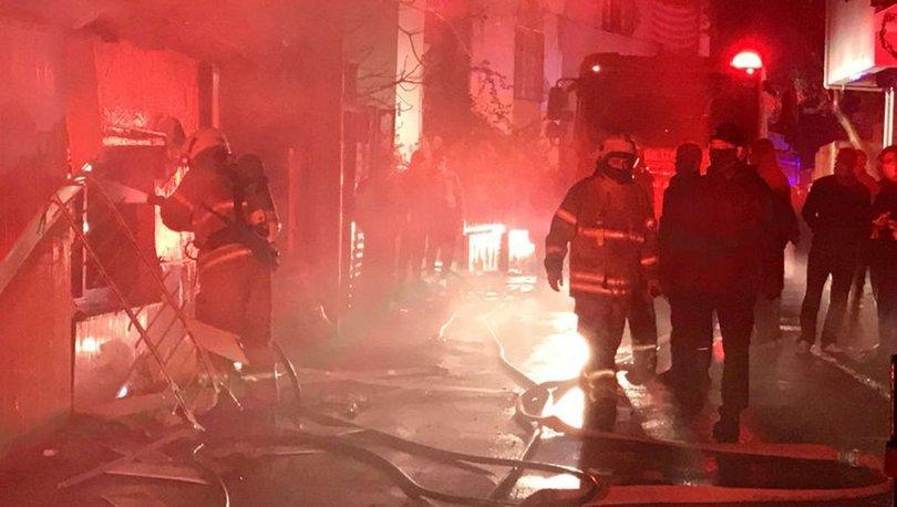 İzmir'de çıkan yangında 2 evde mahsur kalanları komşuları kurtardı