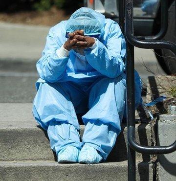 """ABD Alerji ve Bulaşıcı Hastalıklar Enstitüsü Direktörü Dr. Anthony Fauci, ülkenin yeni tip koronavirüs (Kovid-19) salgınında """"en kötüyü henüz yaşamamış olabileceği"""" konusunda uyarıda bulundu."""