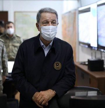 Milli Savunma Bakanı Hulusi Akar, Irak Savunma Bakanı Jumaah Enad Saadoonn ile bir araya geldi.