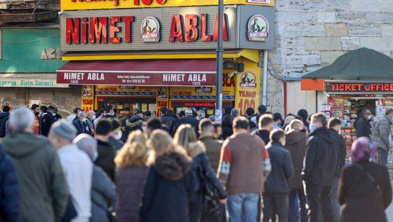 İstanbul'daki Nimet Abla Gişesi önünde uzun kuyruklar oluştu