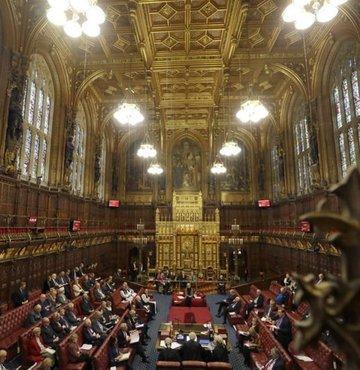 İngiltere´de Avam Kamarası´nda Avrupa Birliği (AB) ile Brexit sonrası ticaret anlaşması 521 lehte, 73 aleyhte oy ile kabul edildi.