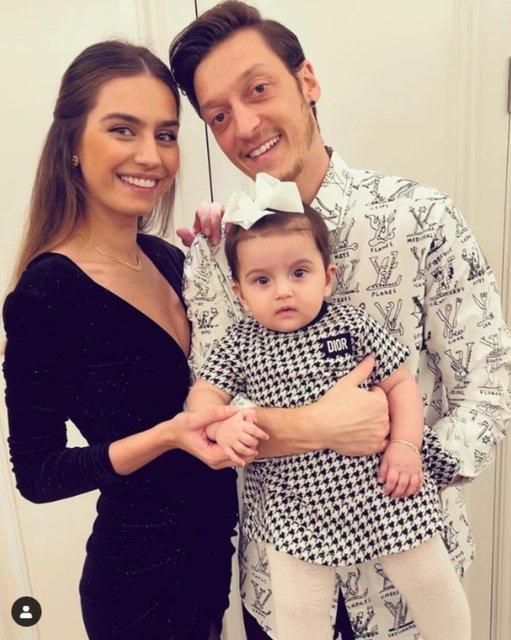 Amine Gülşe ile Mesut Özil kızları Eda'yı gösterdi - Magazin haberleri