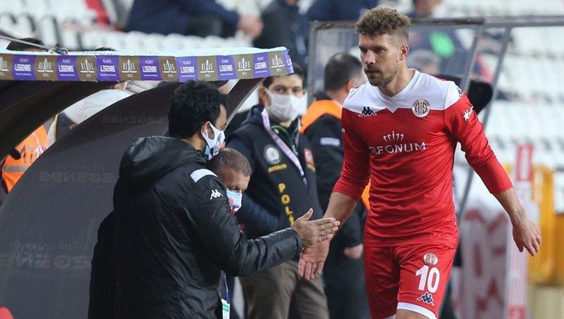 Podolski'ye taraftar tepkisi - Galatasaray - Antalyaspor maçı öncesi...